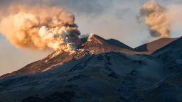 Вулканът Етна отново изригна (ВИДЕО)