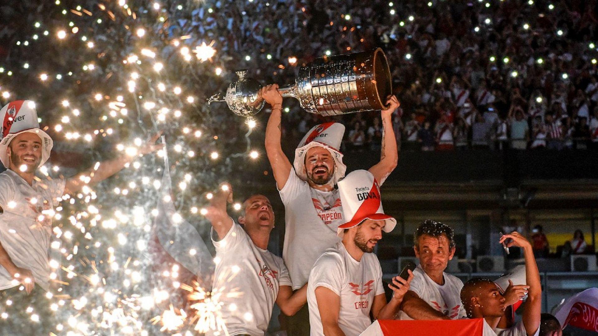Огромни празненства за трофея на Ривер от Копа Либертадорес