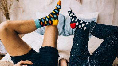 Защо да подарим чорапи, уиски или козметика