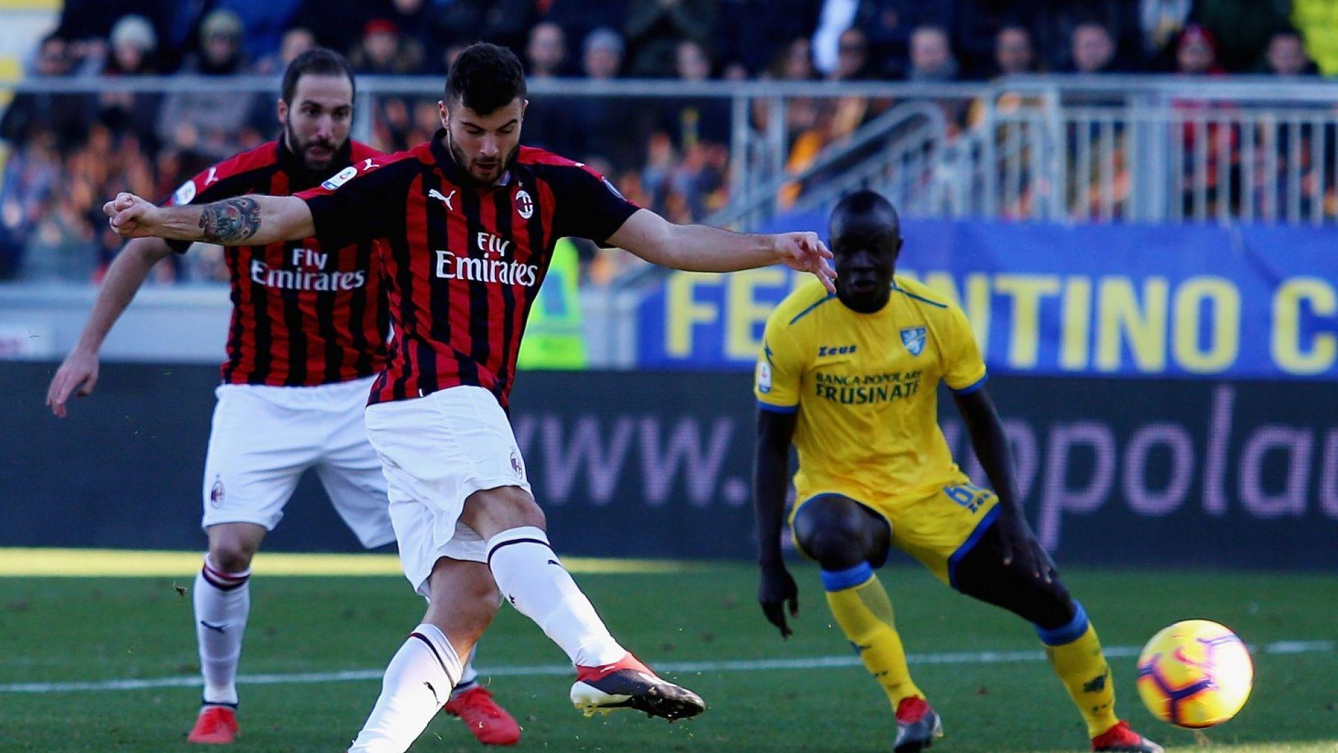 Милан продължава да копае дъното