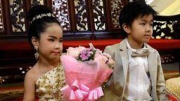 Необичайна будистка сватба на 6-годишни близнаци