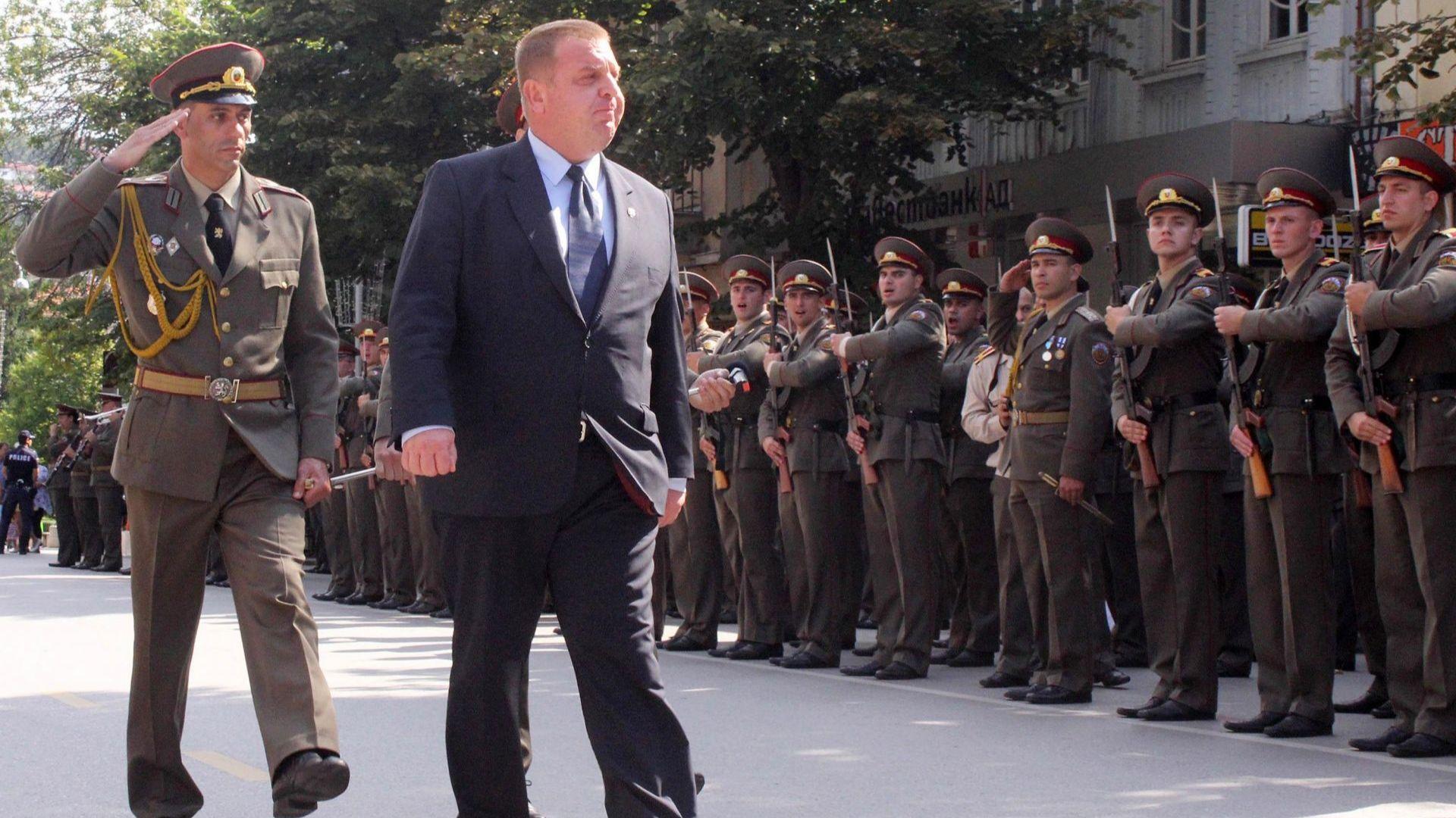 """Сектор """"Отбрана"""" през 2018 г.- модернизацията на армията и доброволната казарма"""