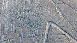 Учените с нова хипотеза за линиите в Наска