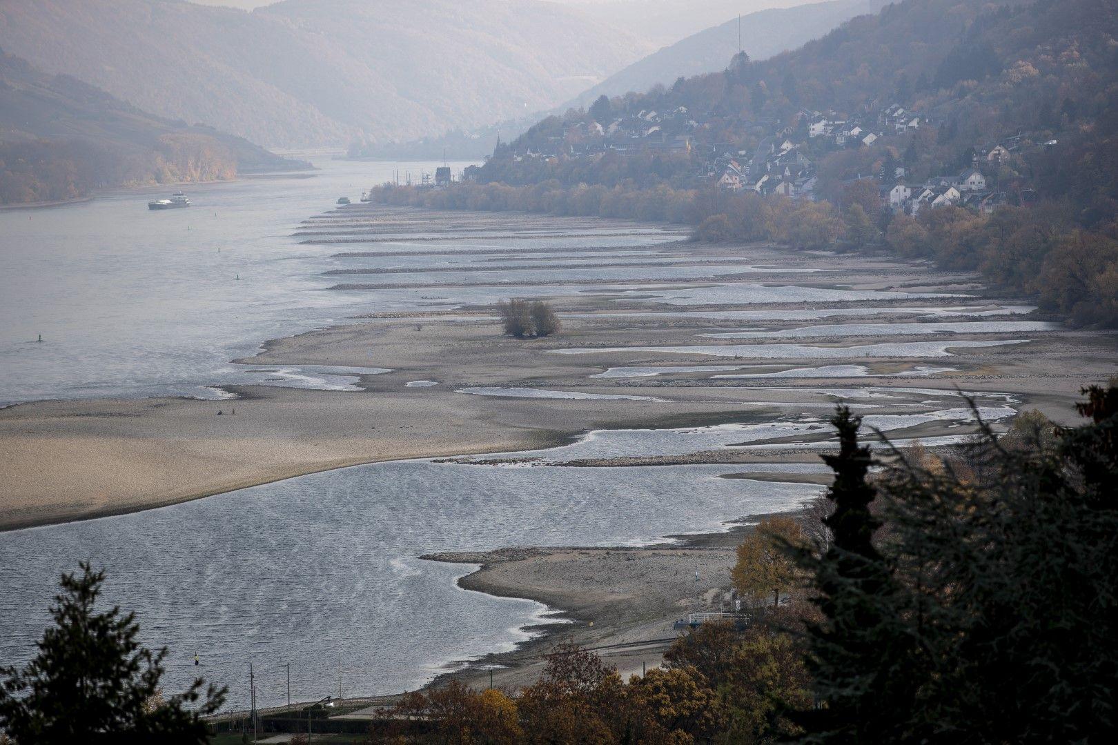 Сушата предизвика маловодие в река Рейн