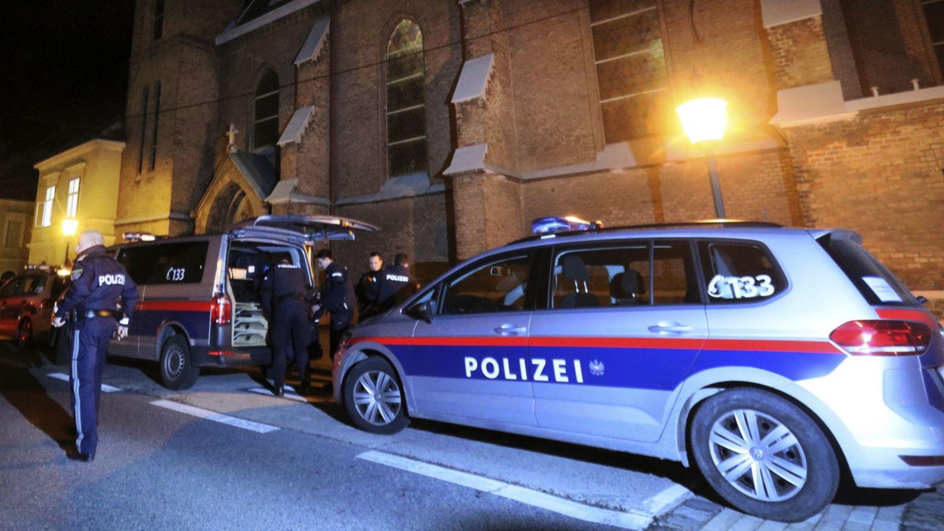 Нападение и стрелба в католическа църква във Виена (снимки)