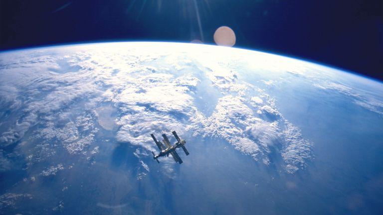 """Как руската космическа станция """"Мир"""" падна в Тихия океан"""