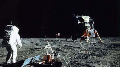 НАСА публикува 14 000 снимки от Луната