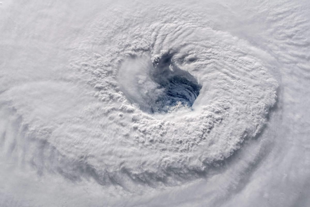Камера на НАСА засне окото на урагана Флоренция на 12 септември, докато пресичаше Атлантическия океан в посока запад-северозапад с ветрове от 130 мили в час