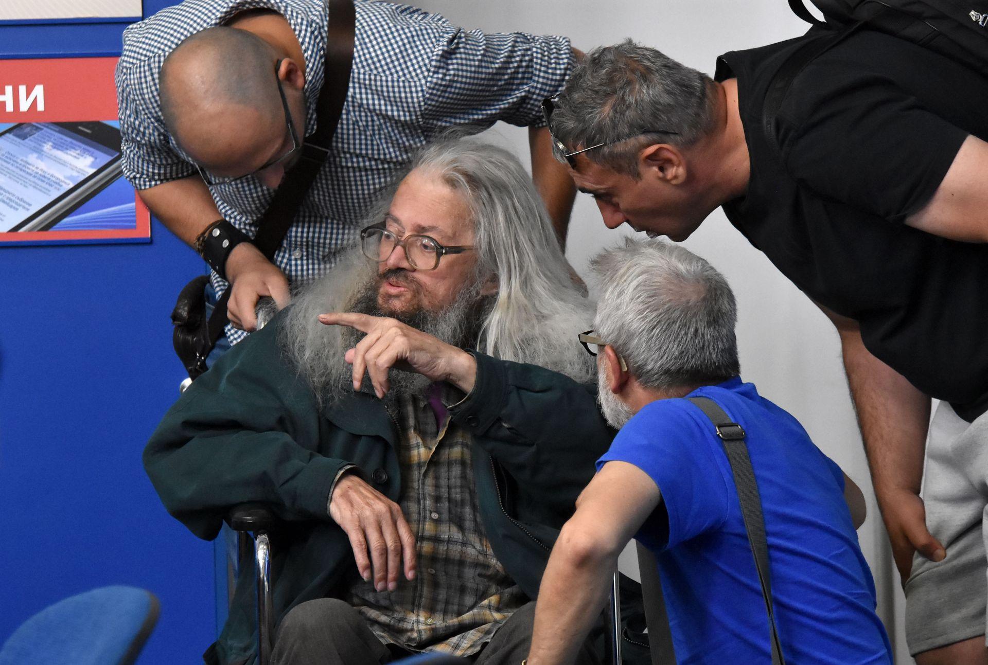 Николай Колев-Босия проведе 81 дни гладна стачка заради корупцията при издаването на шофьорски книжки, която завърши с оставката на транспортния министър Ивайло Московски