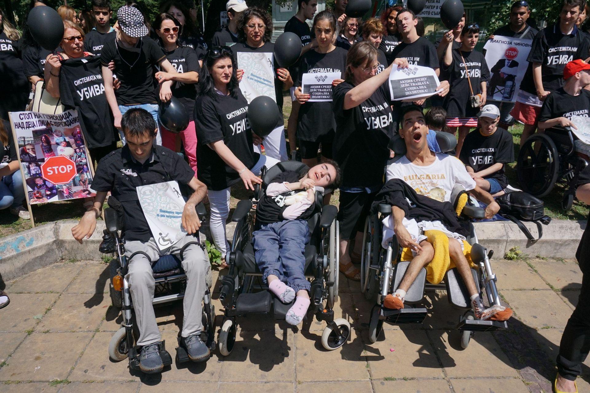 Протестът на майките на деца с увреждания се превърна с един от най-дискутираните през годината, и стана още по-известен с пренебрежителното изказване на вицепремиера Валери Симеонов по техен адрес