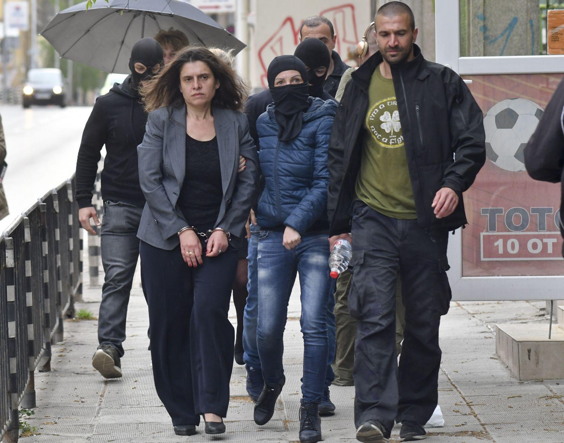 Заедно с кметицата Иванчева, бе арестувана и нейната заместничка Биляна Петрова