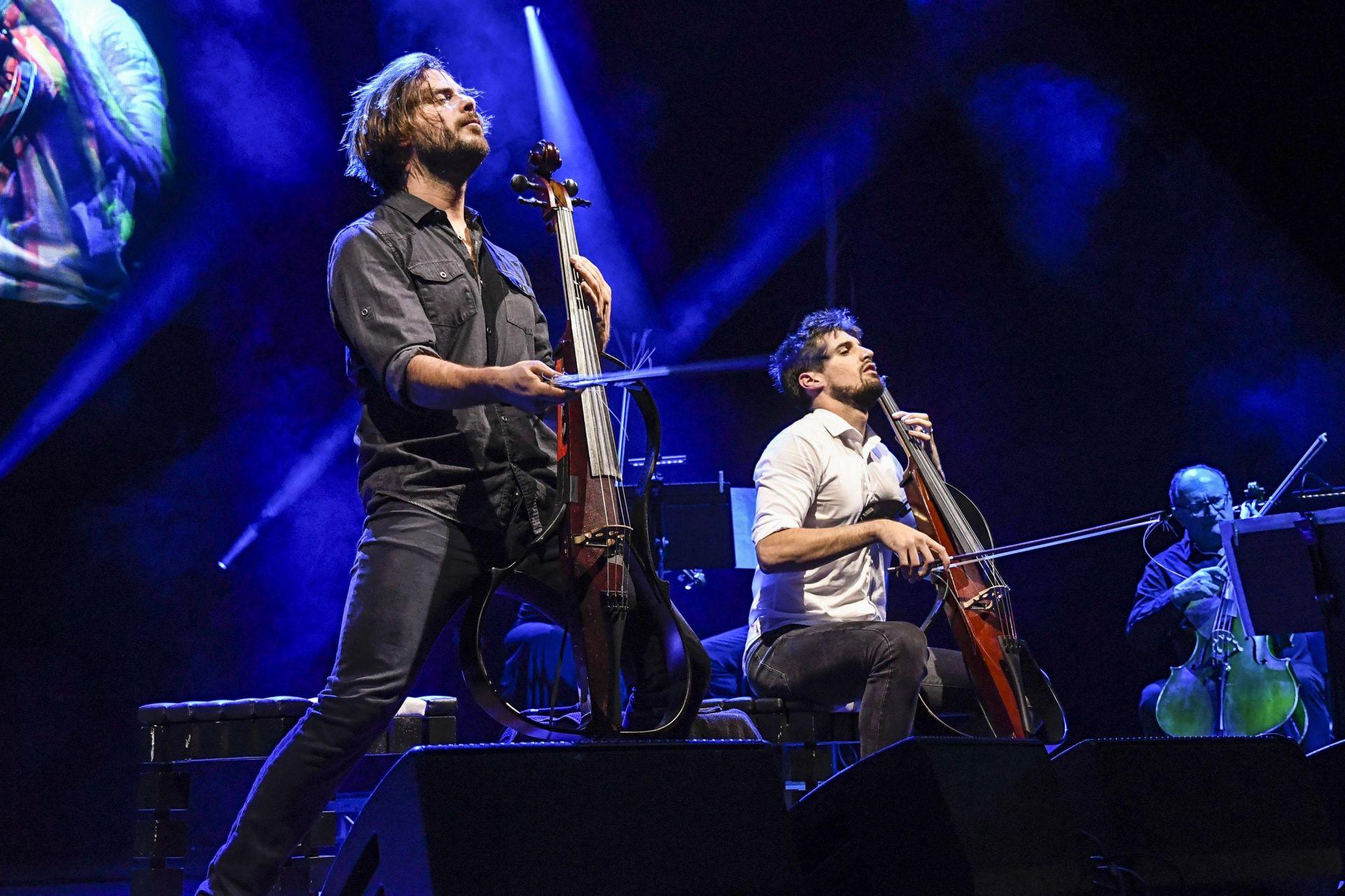 Концерт на хъратите от Two Cellos в София
