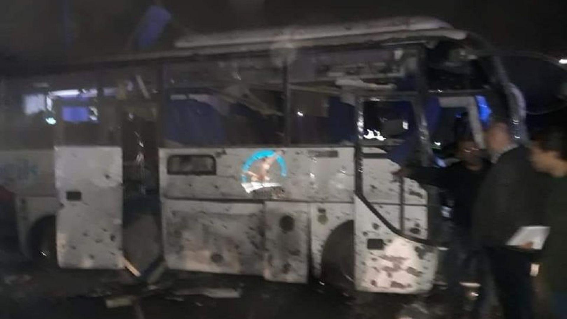 Атентат в Кайро, взривен е туристически автобус