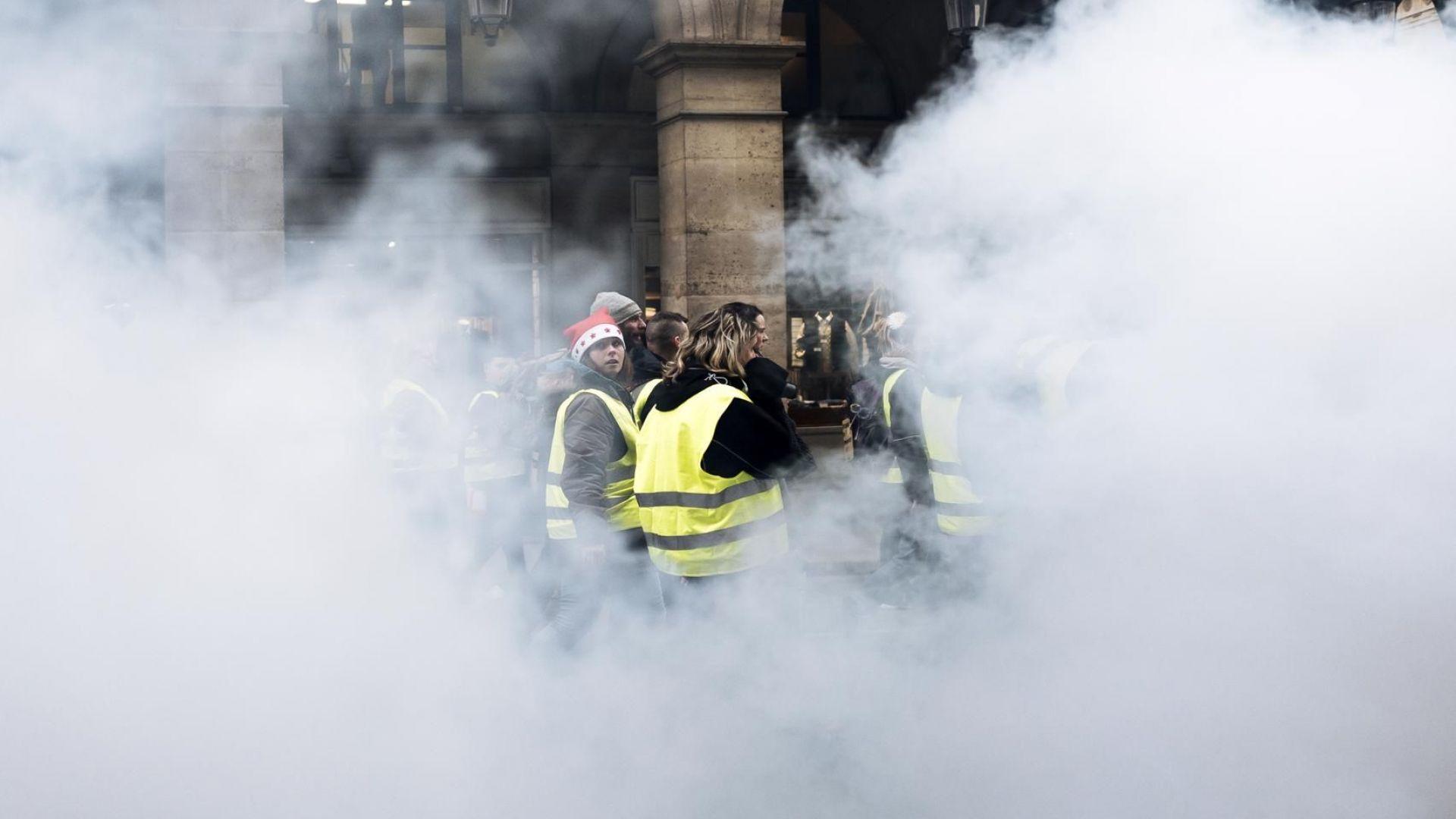 "200 милиона евро струват досега протестите на ""Жълтите жилетки"""