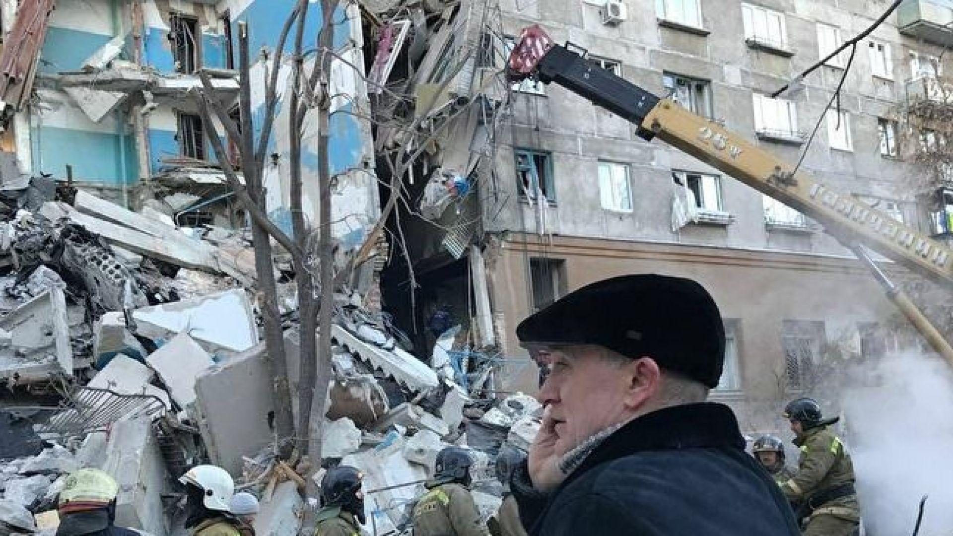 Взрив срути жилищен блок в Русия, има загинали (видео)