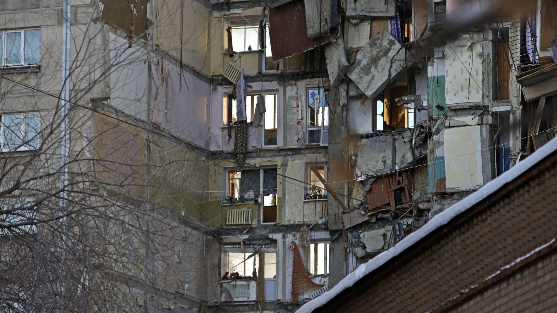 Първа версия за срутването в Магнитогорск - панелните връзки не са издържали след трусове