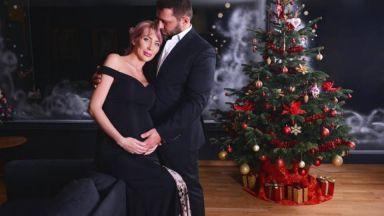Антония и съпругът ѝ позираха за новогодишна фотосесия