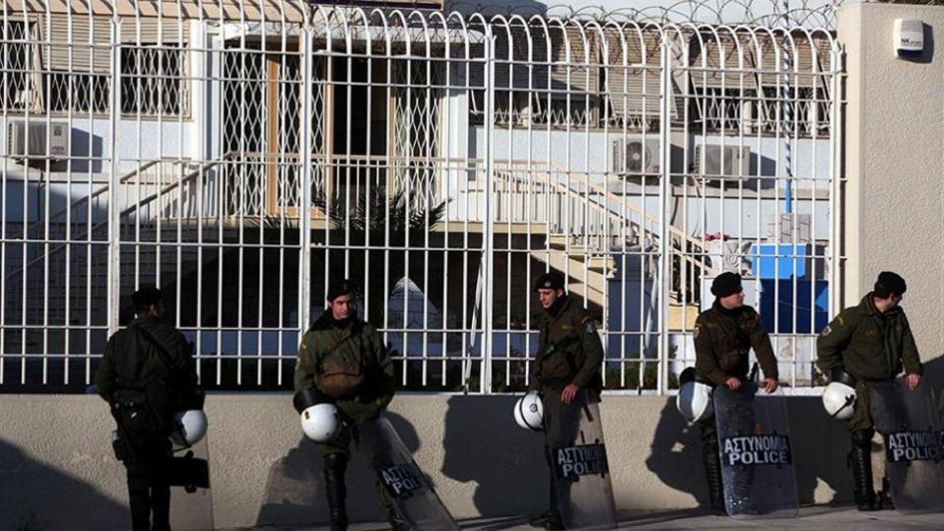 Двойно бягство от затвора в Атина