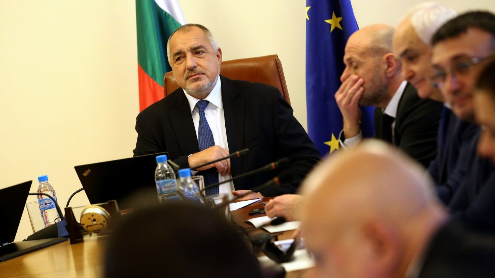 Борисов към министрите: Отчетохме рекордни приходи, съкращавайте администрация