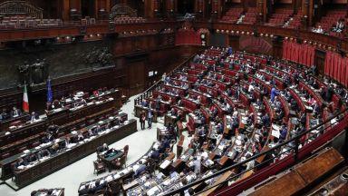 В Италия ще намаляват заплатите на депутатите