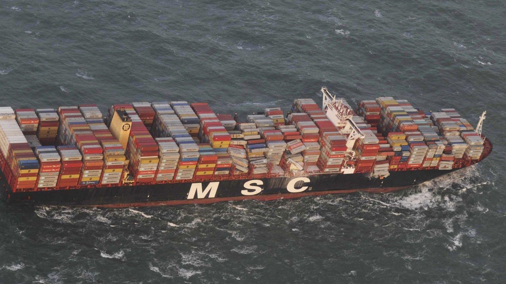 Десетки контейнери със стоки, сред които плоскоекранни телевизори, изплуваха по