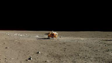 """Китайският апарат """"Чанъе-4"""" кацна на обратната страна на Луната"""