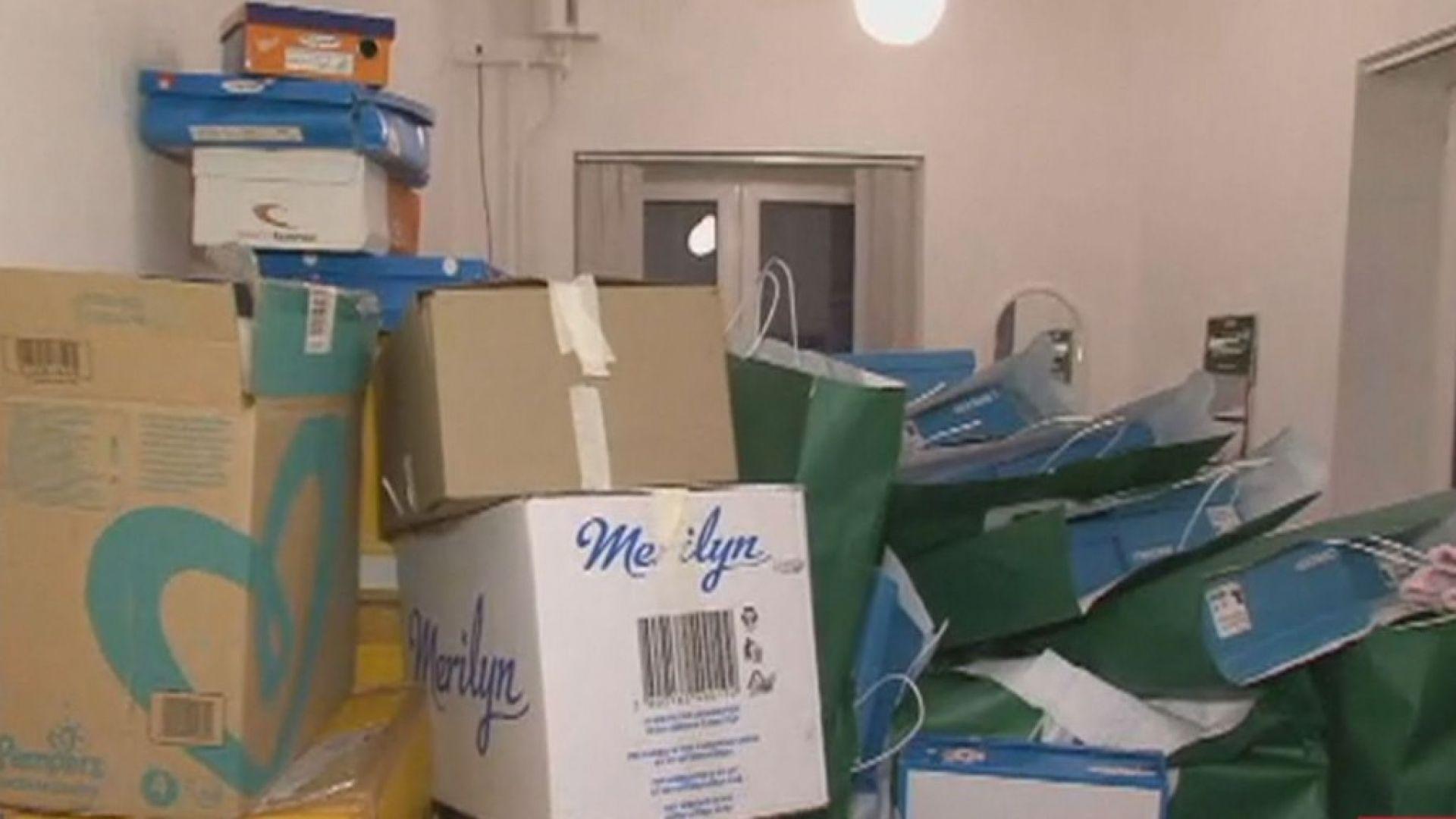 След призив за помощ: Стотици дариха дрехи и обувки за деца