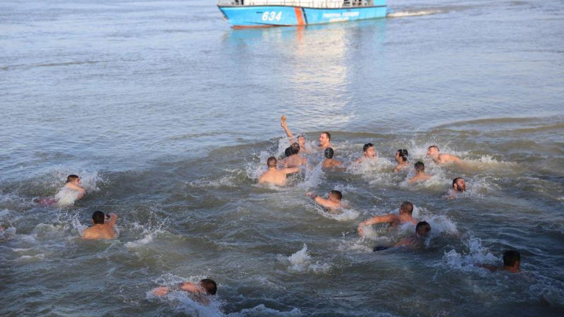 Само 15 смелчаци ще скачат за кръста на Йордановден в Русе