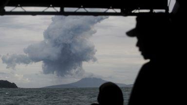 Индонезийският вулкан Анак Кракатау изригна отново