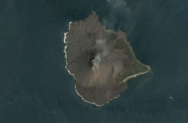 Вулканът преди изригването му на 22 декември