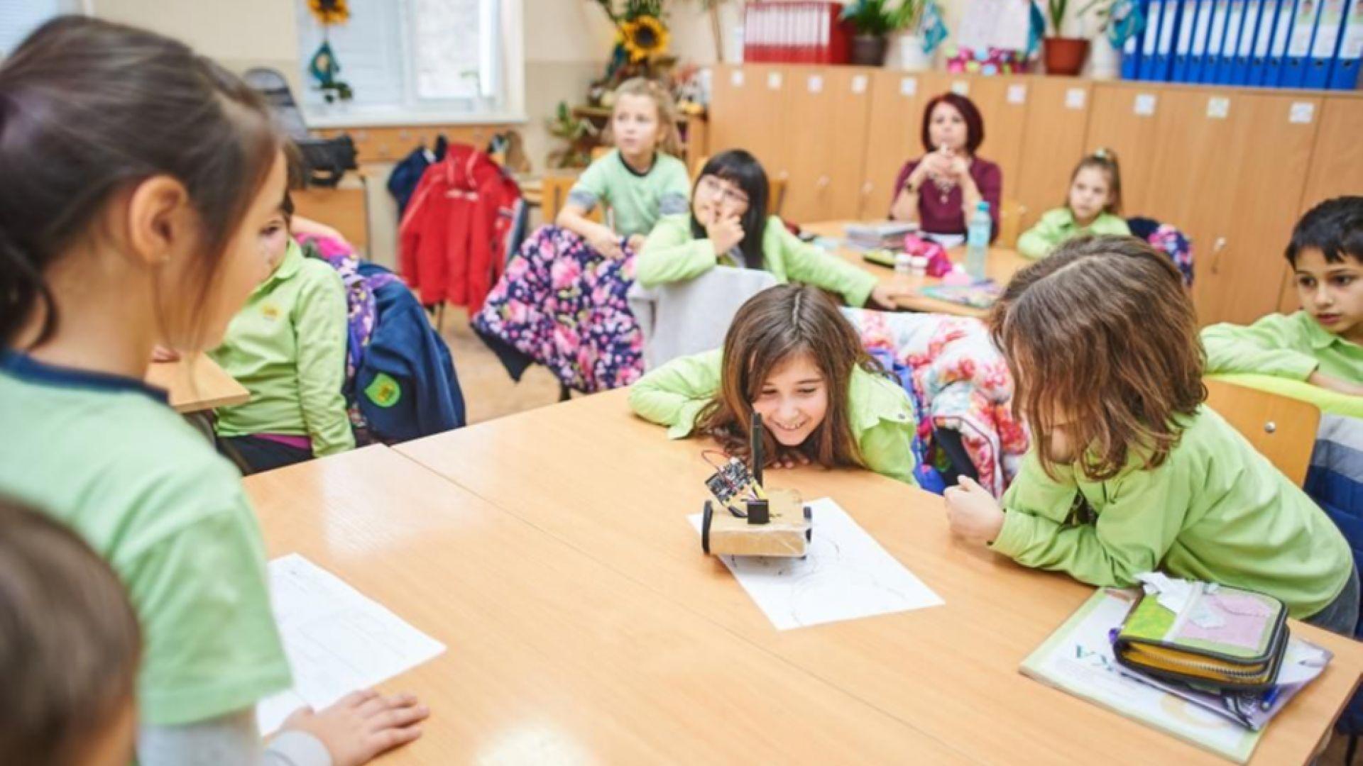 """""""Игра на кодове"""" завладя Русе - деца навигираха роботи"""