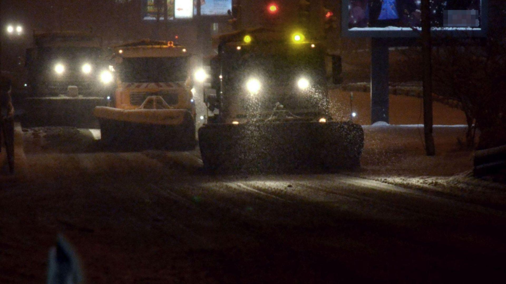 163 снегорина разчистваха през нощта в София