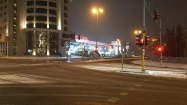 Оперираха наръганите от пешеходец в София, но още са с опасност за живота
