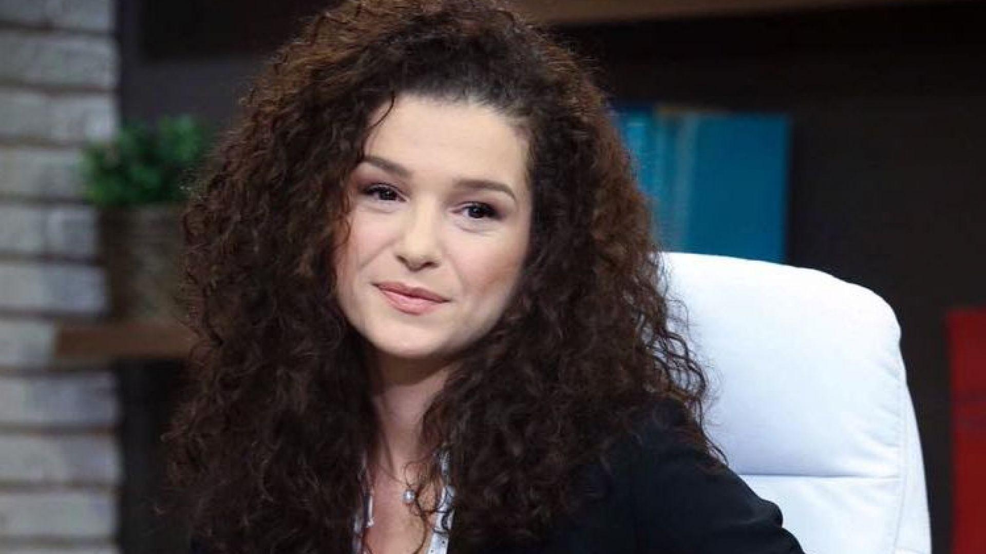 Александра Кръстева сяда на стола на Мариана Векилска