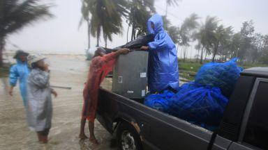 Тайфунът Пабук започна да взима жертви (снимки и видео)