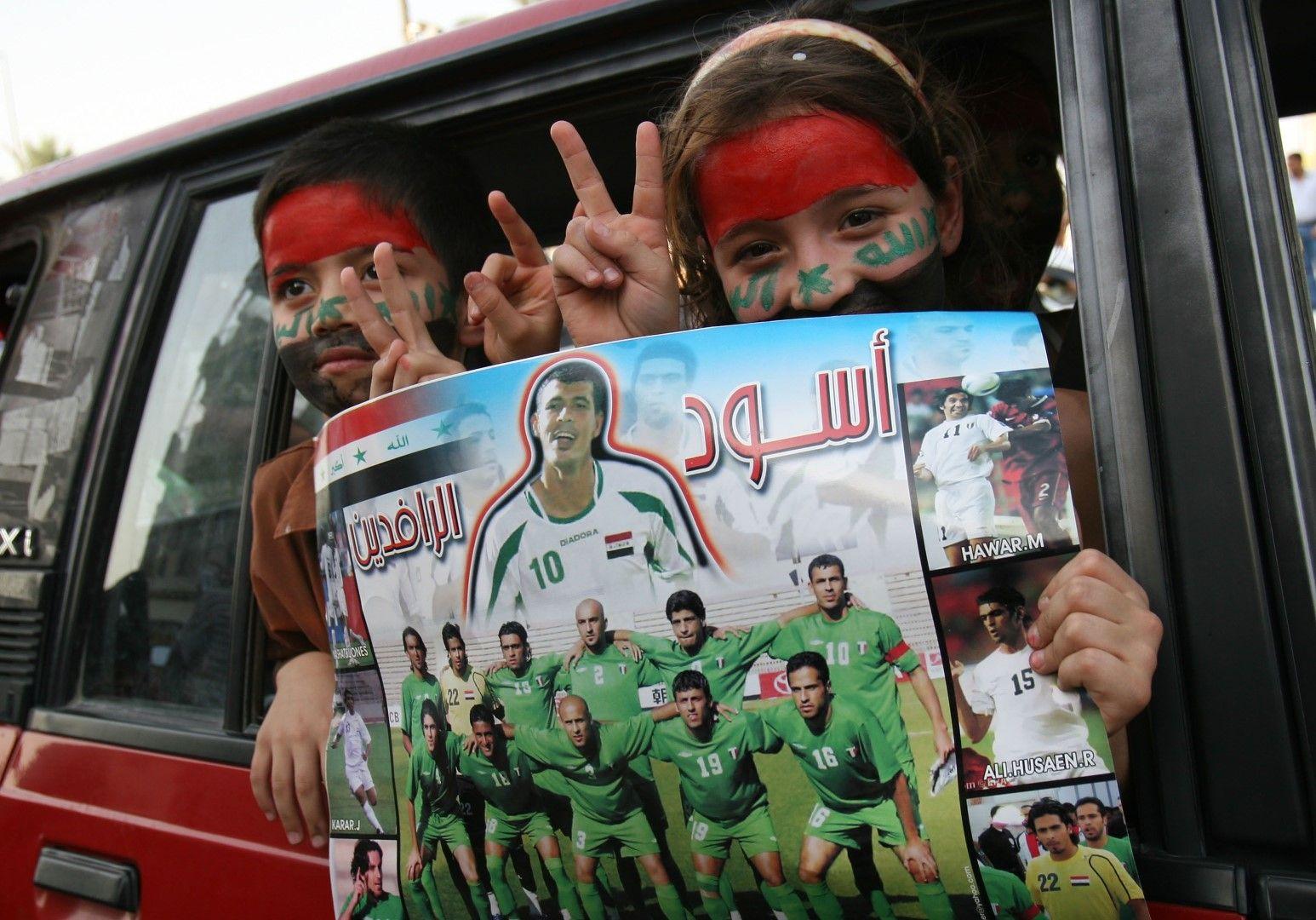 Деца в Ирак празнуват титлата