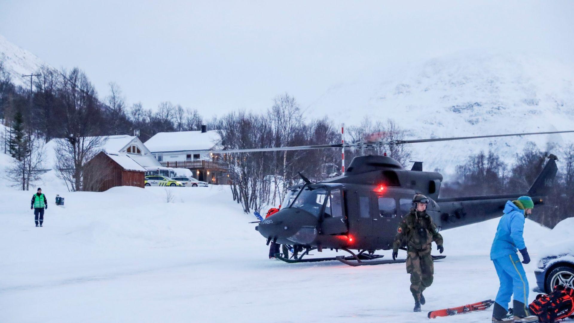 Прекратиха издирването на изчезналите скиори, опасност от нови лавини в Европа