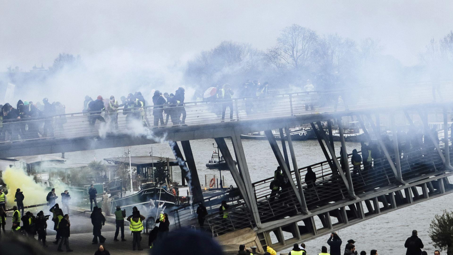 """Силно оредял протест на """"жълтите жилетки"""" в Париж"""