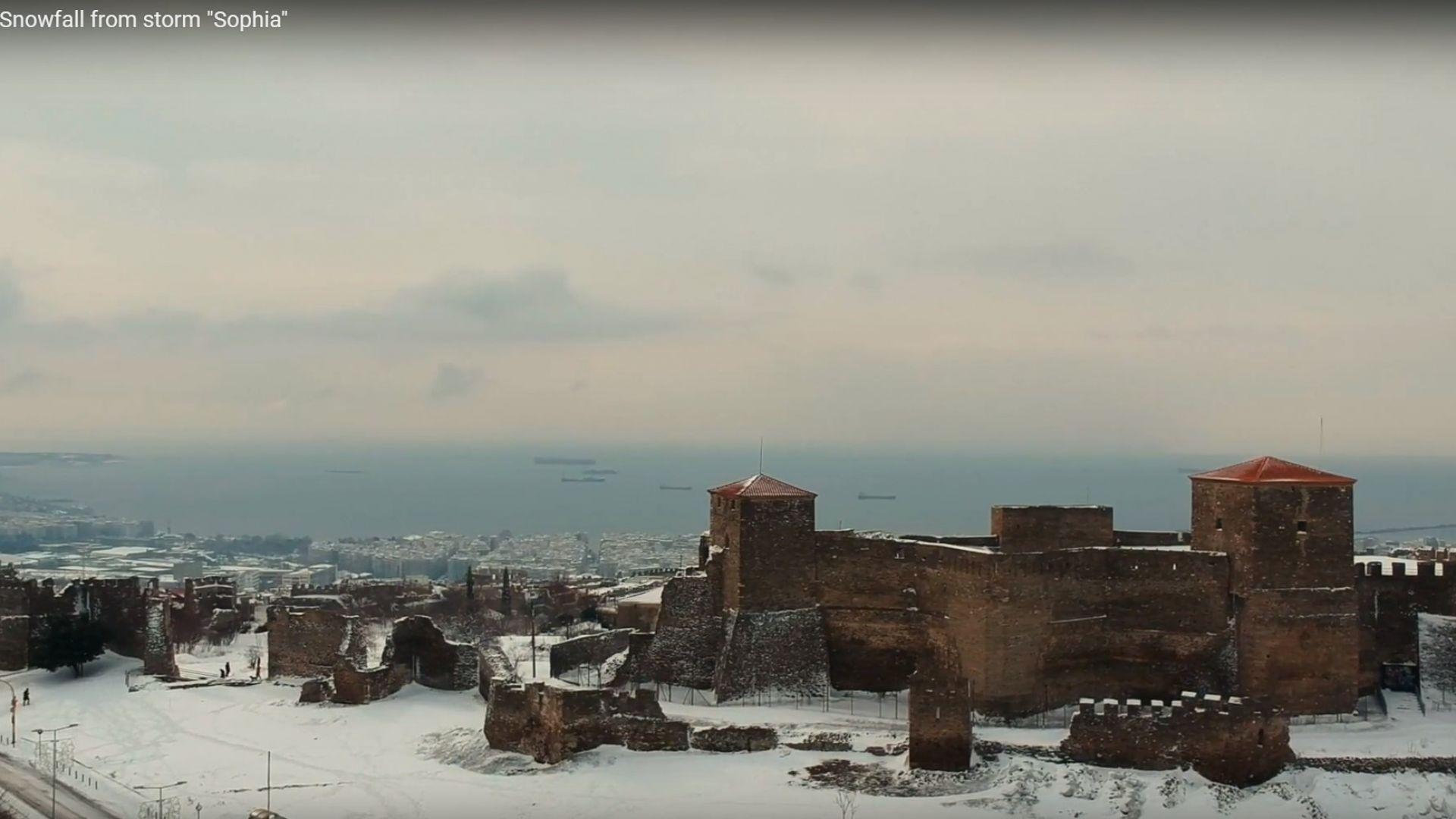 Нормално явление ли е гръцкият сняг? (видео)