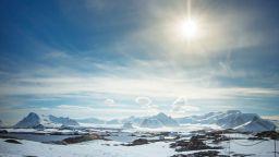 Рекордно малко лед в Антарктика