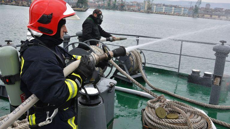 ВМС откриха учебната година с атрактивни демонстрации (снимки)