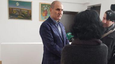 Цветан Цветанов продължи задочния спор с Румен Радев за новите изтребители