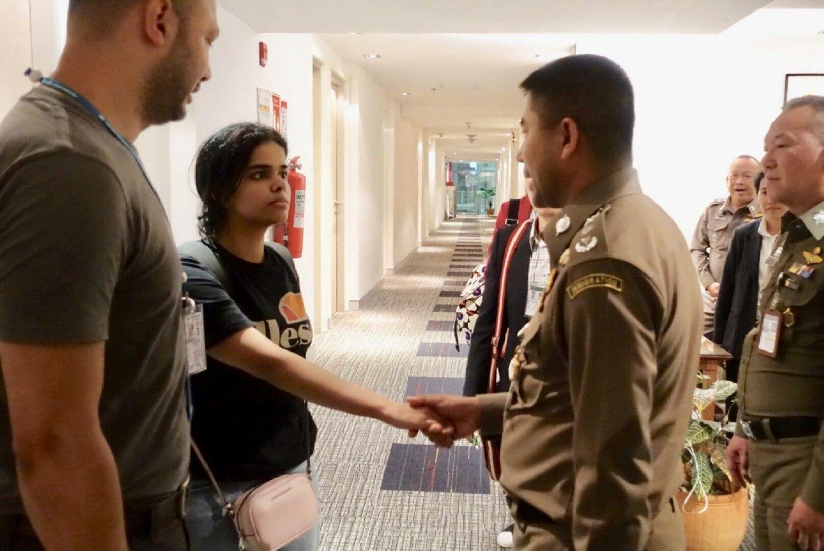 Рахаф напусна стаята си в хотела на летището в Банкок, след като получи уверения, че няма да бъде депортирана