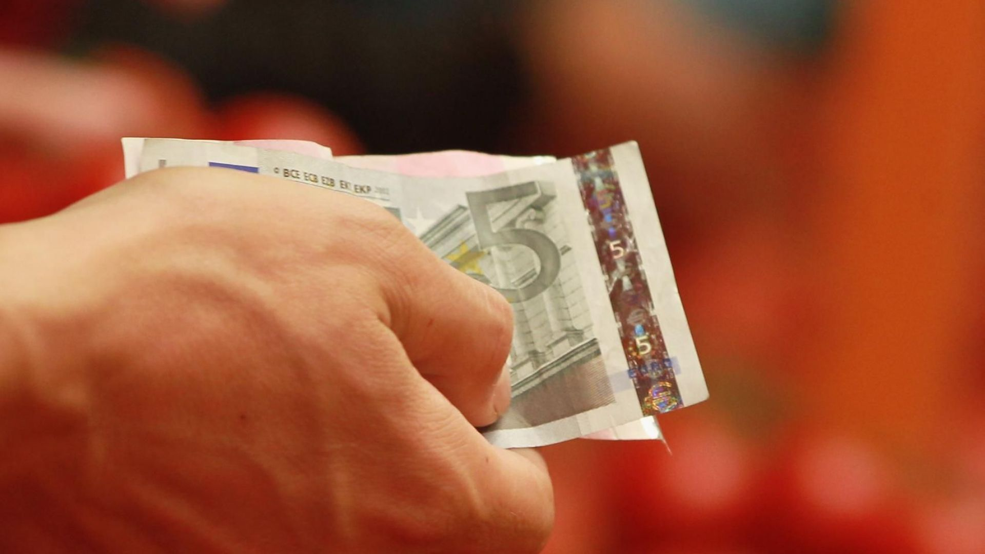 """Зам.-министър: Сигналите от Брюксел за еврото са """"окуражителни"""""""