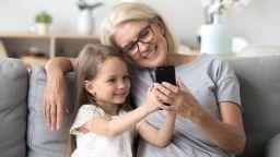 """Съвременната българска баба  - млада, на """"ти"""" с технологиите, красива и в разцвета на силите си"""
