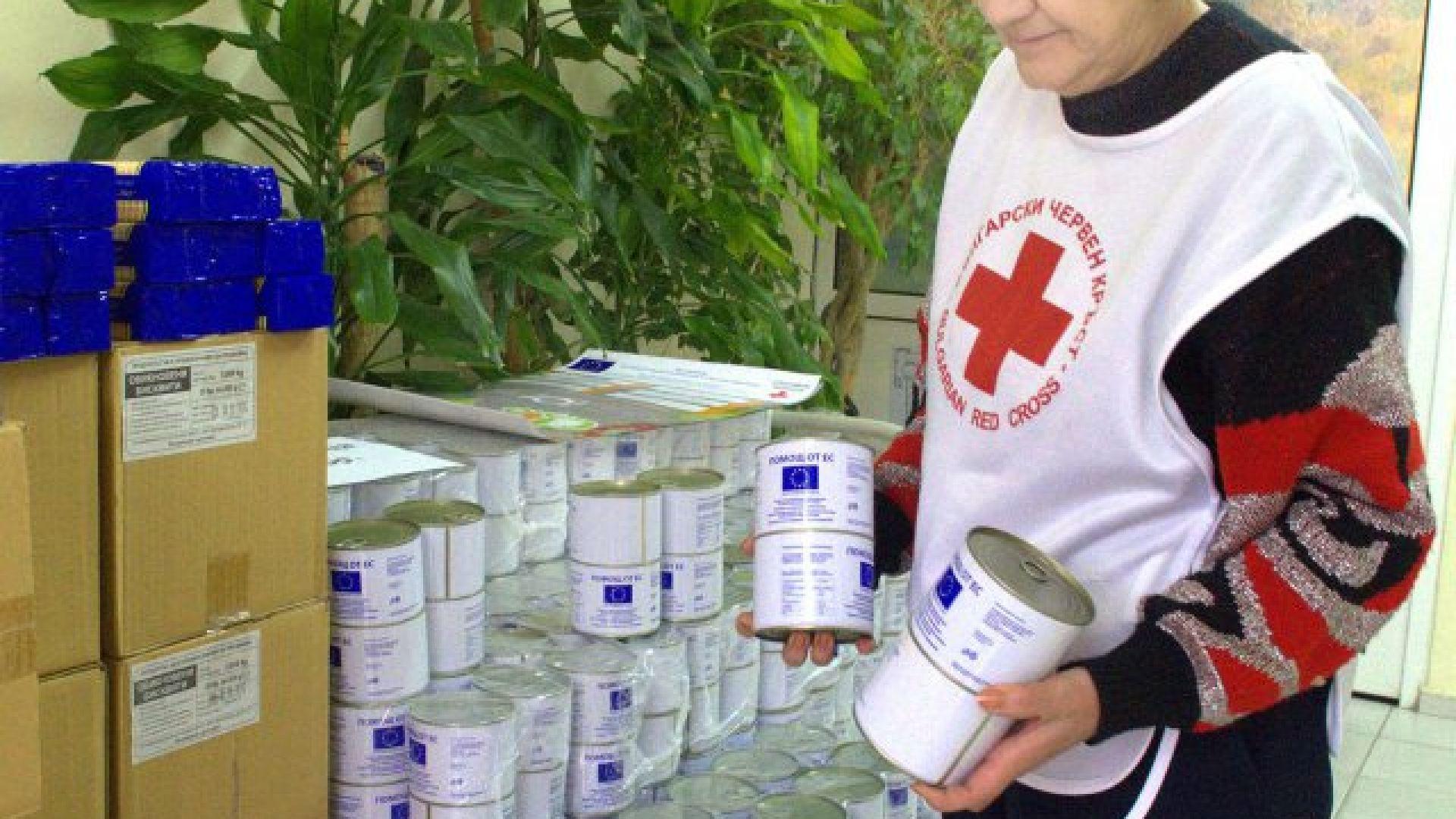 Раздават говеждо, херинга и фрикасе на бедните в Пловдивско