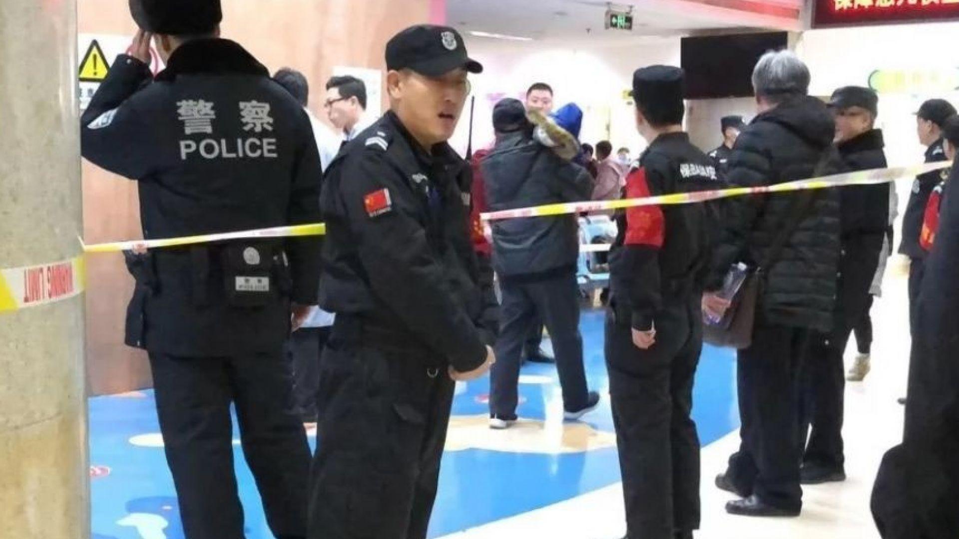 Нападател с чук рани 20 деца в училище в Пекин