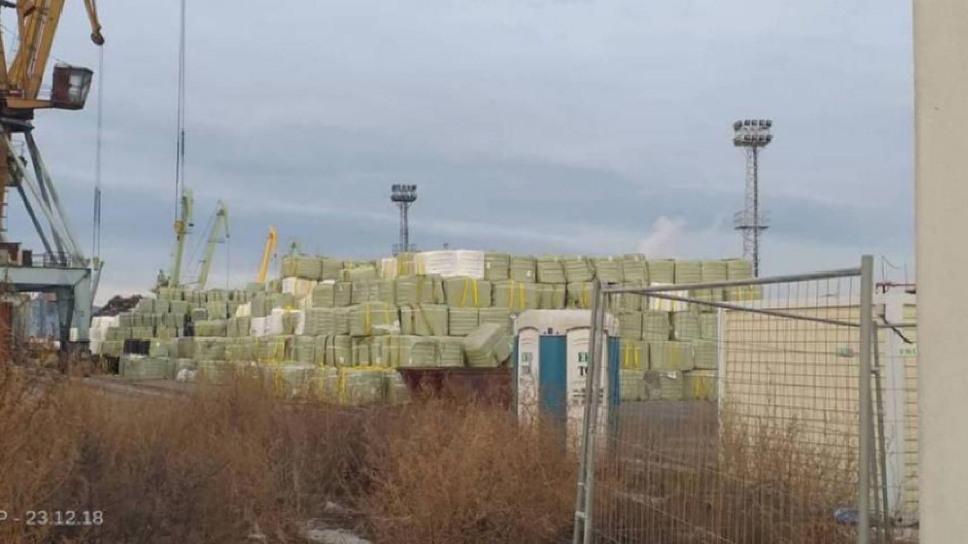 """Балирани """"отпадъци"""" на пристанището във Варна стреснаха екоактивисти"""