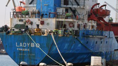 Моряците на арестуван кораб бедстват на пристанище Бургас