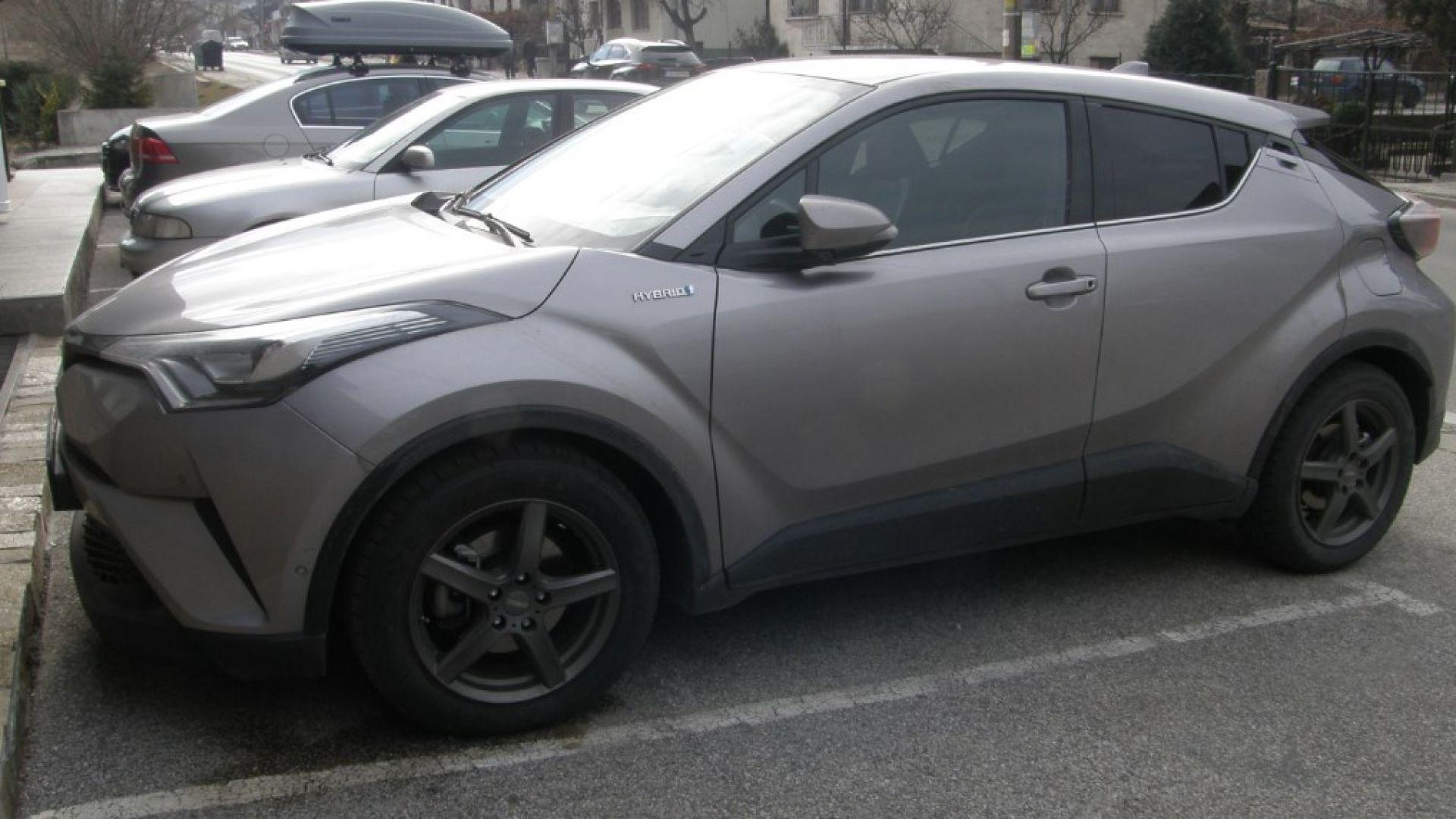 Разбиха група за кражба на автомобили на чужденци в Банско